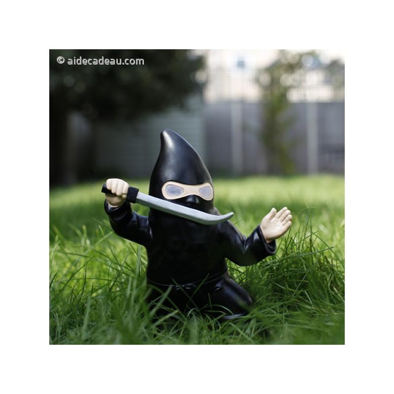 Nain de jardin ninja avec sabre lumineux solaire for Nain de jardin lumineux solaire