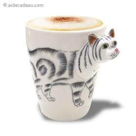 Tasse en céramique avec petit chat en 3D