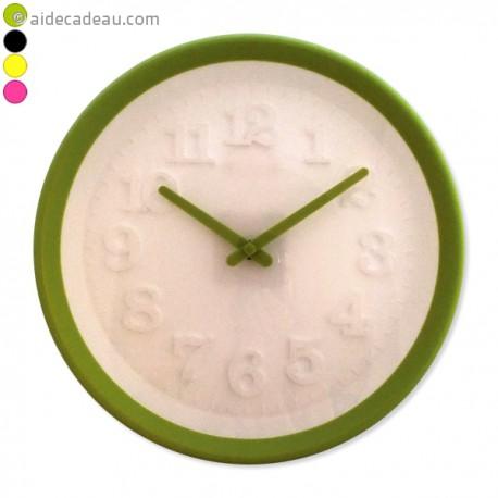 Horloge design chiffre en relief