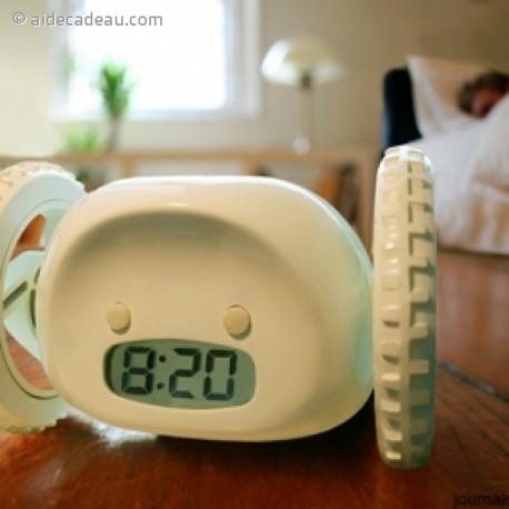 Réveil matin roulant