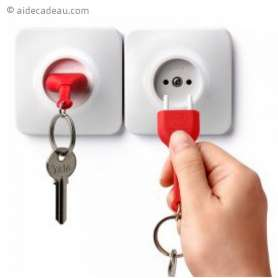 Range clés design, en forme de prise électrique murale