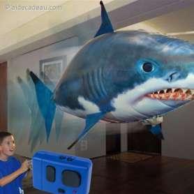 Requin volant gonflable télécommandé