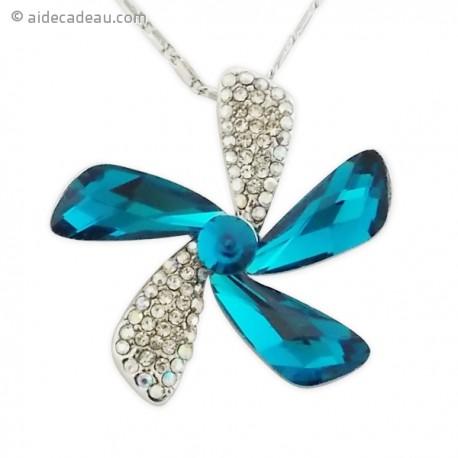 Collier avec pendentif forme fleur en strass et pierre bleue