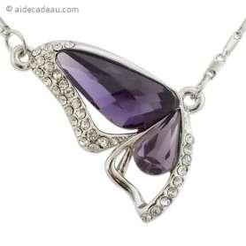 Collier pendentif papillon faux cristal violet