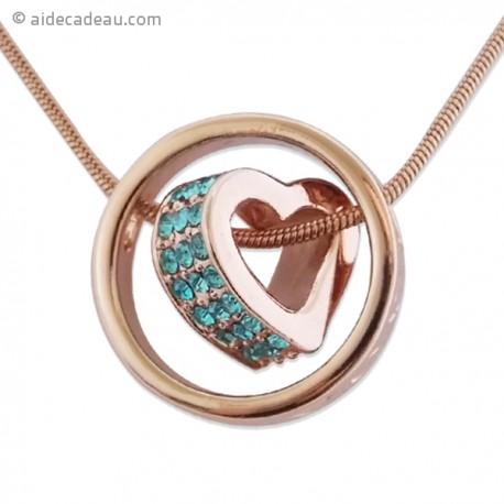Collier doré torsadé à pendentif anneau contenant un cœur