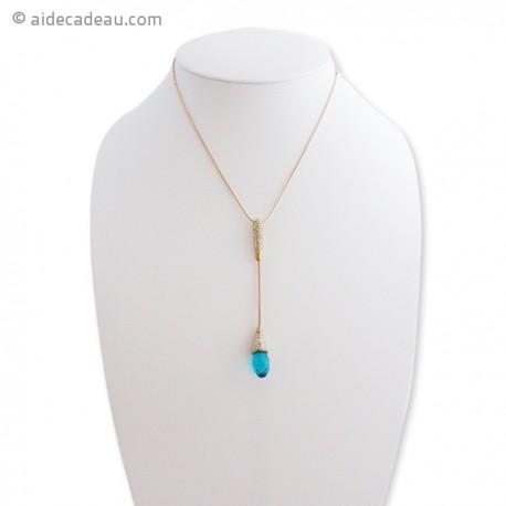 Collier fin et doré, orné d'un pendentif bleu