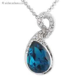 Collier fantaisie avec pendentif grosse pierre bleue et décor en stra