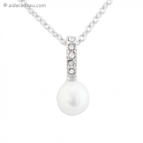 Collier argenté avec pendentif pendant avec perle