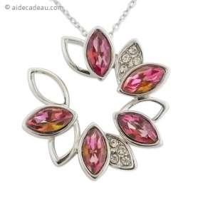 Le collier pendentif grosse fleur faux diamants