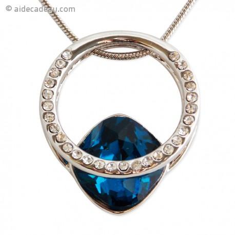 Le collier pendentif anneau strass et fausse pierre bleue