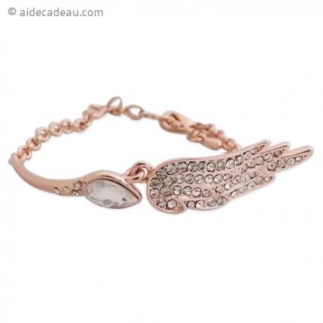 Bracelet doré avec aile d'ange et pierre comme décoration