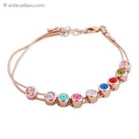 Joli bracelet doré et coloré, embelli par 9 petites pierres