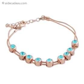 Bracelet doré décoré avec neuf fausses pierres de couleur turquois