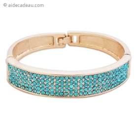 Bracelet doré large avec des strass bleus