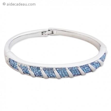 Bracelet fantaisie argenté serti de plusieurs lignes de strass bleus