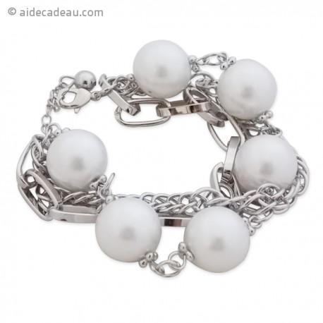 Le bracelet chaînes argentées et grosses perles blanches