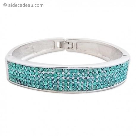 Le bracelet argenté large et strass bleus