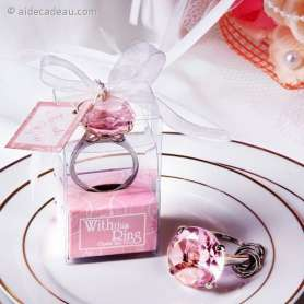 Porte-clés bague diamant rose