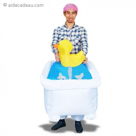 Costume gonflable homme dans sa baignoire avec petit canard