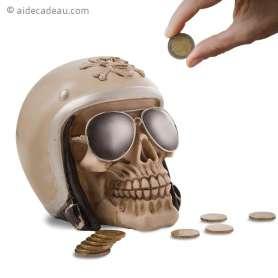 Tirelire en forme de crâne qui porte un casque de motard