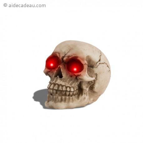 Crâne avec des yeux lumineux en LED