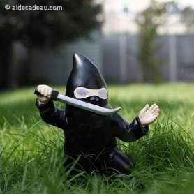 Nain de jardin Ninja avec sabre lumineux solaire