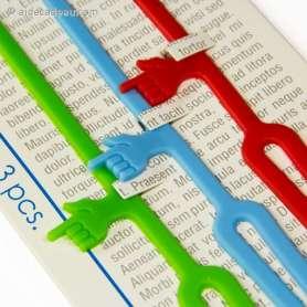 Marque-pages main au doigt pointé sur la ligne