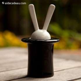 Salière et poivrière en forme de lapin et chapeau de magicien