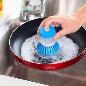 Brosse vaisselle avec compartiment pour liquide vaisselle
