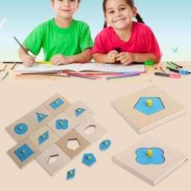 Puzzles en bois pour tri des formes Montessori