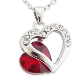 Le collier pendentif coeur et faux cristal rouge
