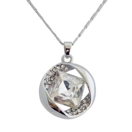 Collier et pendentif argentés ornés de cristal : pièces raffinées