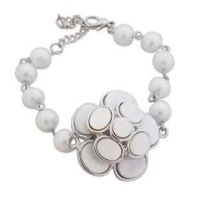 Bracelet en perles et fleur blanche