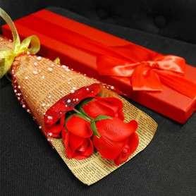Coffret en forme de bouquet de roses en savon